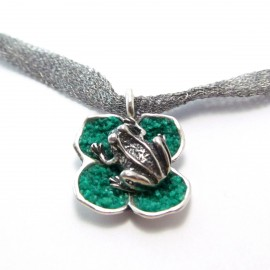 Сребърно колие Малка детелина с жаба и листа от Малахит